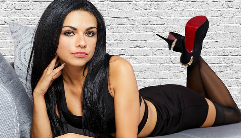 Sexy deutsche Camgirl devot im Live Chat
