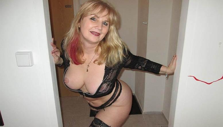 Alte Frau beim Oma Live Sex vor der Cam