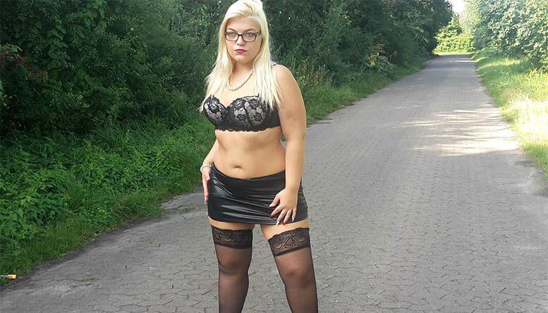 Mollige Blondine tabulos im Sexcam Chat