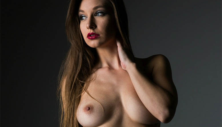 Junge Frau aus Österreich nackt vor deutsche Sexcams
